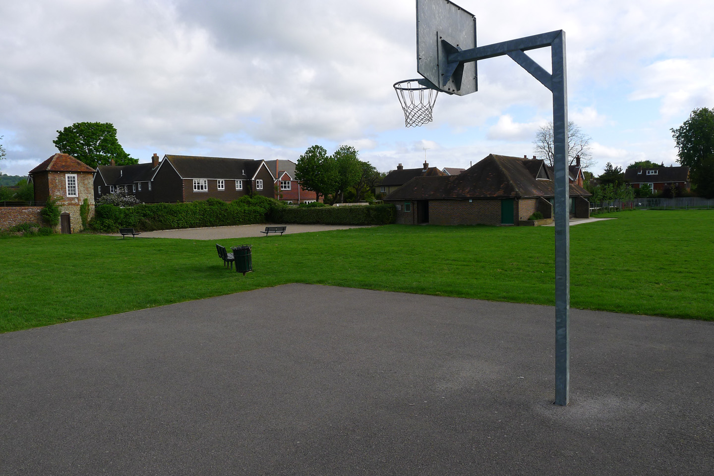 picture of basket ball hoop at the avenue green space